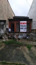 Casa recuada na Av. Ceará entre Fco. Monteiro e Seg. de Queluz