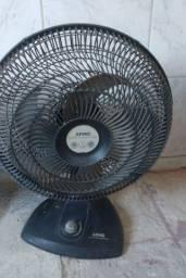Título do anúncio: Vendo 2 ventiladores 40 cm para retirada de peças