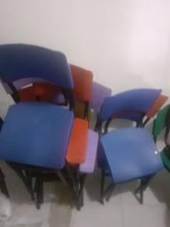 8 cadeiras infantil novas cores variadas R$50,00