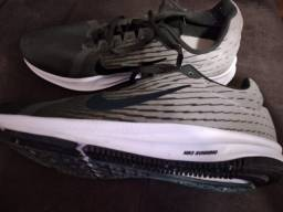 Título do anúncio: Tenis Nike running nº41, SEMI-NOVO