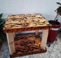 Mesinhas artesanais de madeira ecológica
