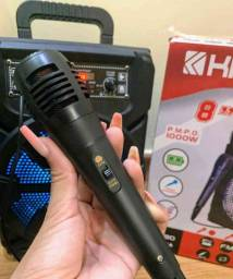 Caixa de som com microfone e controle