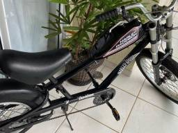 Schwinn Stingray Chopper, Preto Metálico, Suspensão Zoom Forgo 180mm e Tanque de 4 L