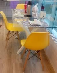 Mesa de vidro com base de lacka