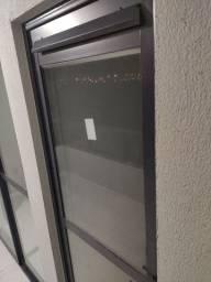 Vendo porta alumínio