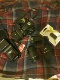 Câmera canon 70d + kit + 50mm + Flash