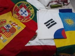 Bandeiras originais de diferentes países usadas
