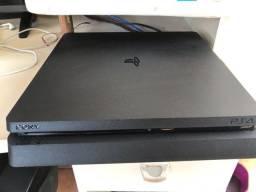 PS4 semi novo, com controle novinho