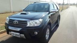 Toyota hilux sw4 diesel. 2011 - 2011