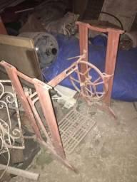 Vendo base de máquina singer antiga