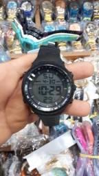 Relógio Digital redondo preto camuflado