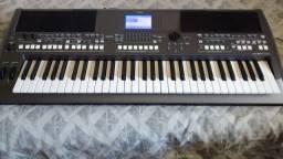 Teclado Yamaha PSRS670