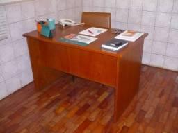 Mesa De Escritório + Armário Estante = Cadeira