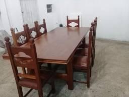 Mesa com 8 cadeiras de mogno