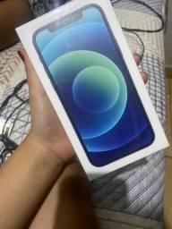iPhone 12 na caixa