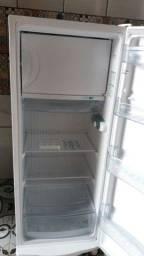 Título do anúncio: geladeira 270  lt