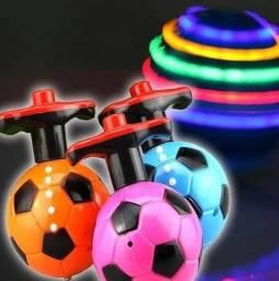 piao musica com luzes com formato de bola de futebol