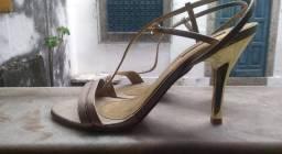 Sandália alta dourada Tam 38