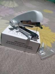 Mini máquina de costura