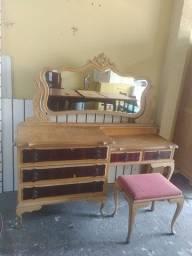 Penteadeira com banqueta em madeira marfim
