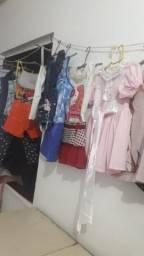 Vendo um lote de roupas infantil e adulto 50 reais