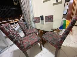 Vendo mesa com 6 cadeiras e vidro temperado