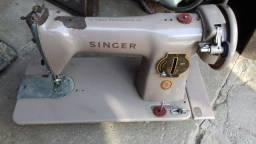 Máquina de costura antiga.