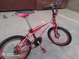 Bicicleta em ótimo estado de conservação, foi usada poucas vezes