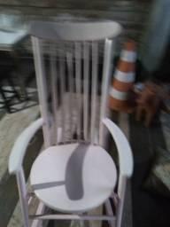 Vende se uma cadeira