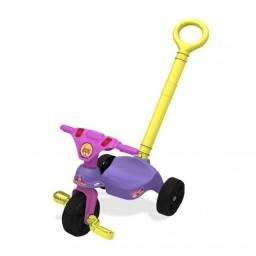 Triciclo com empurrador