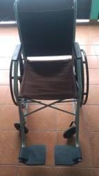 Título do anúncio: Vendo uma cadeira de roda