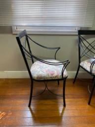 Conjunto de cadeiras de ferro estofadas