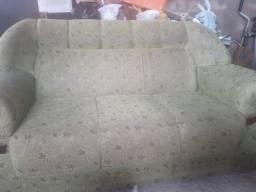 Sofa semi novo.