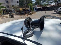Corneta com amplificador equipamento de som para divulgação....