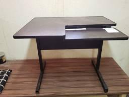 Mesa para computador/ escritório