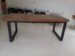 Mesa madeira maciça e metalon