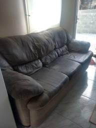 Sofá muito confortável - porém assento manchado.