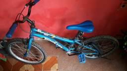 Vendo bicicleta infantil bem conservada só falta trocar a câmera e encher