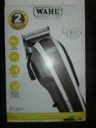 Vende-se uma máquina de cortar cabelo profissional WAHL muito boa valor 350 reais