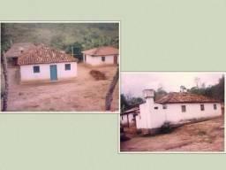 Terreno com 18 hectares e meio com 2 casas