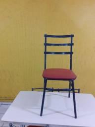 Mesas, cadeiras, buffet, geladeira