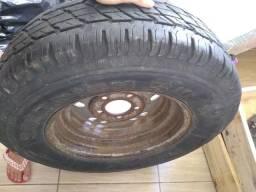 Vendo pneu de caminhonete