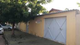 Alugo casa 706 sul com duas suíte
