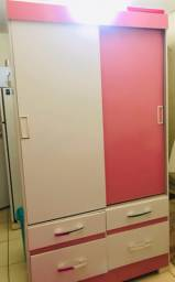Guarda roupa rosa