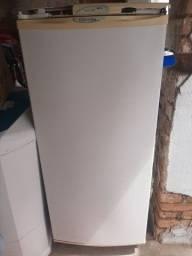 Freezer Fl70 Electrolux bom estado só a parte de cima que quebrou