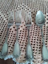 Vendo garfos e colher  de  prata pçs  antigas