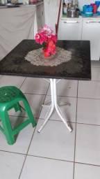 Vendo uma mesa