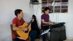 Teclado e violão individual ou em grupo