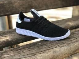 Tênis Adidas H. U
