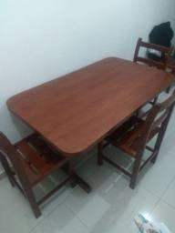 Mesa de madeira c/ 4 cadeiras